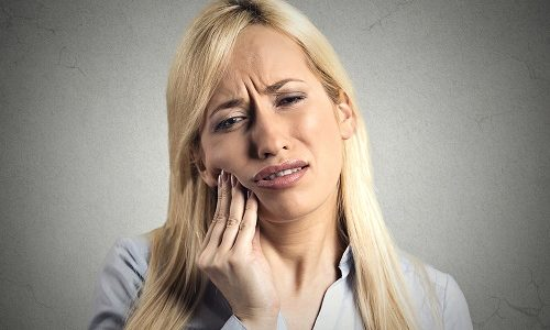 woman with toothache